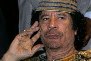 Για «εγκλήματα πολέμου» κατηγορείται ο Καντάφι