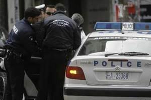 Επίθεση κουκουλοφόρων στο κέντρο της Αθήνας