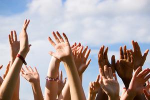Η συμμετρικότητα των χεριών σχετίζεται με τη σβελτάδα του νου