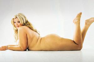 Γυμνή φωτογράφιση από υπέρβαρη παίκτρια ριάλιτι