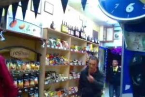 Τούρκος υποψήφιος βουλευτής κατατροπώνει ληστές με μπουκάλια!