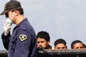 Έφτασαν στη Χάλκη 99 μετανάστες