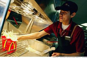 Τα McDonalds προσέλαβαν 50.000 υπαλλήλους σε μία μέρα!