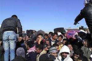 «Βουλιάζει» από τους πρόσφυγες η Λαμπεντούζα