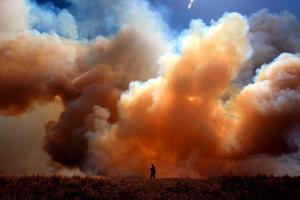 Ανεξέλεγκτη συνεχίζει να μαίνεται η φωτιά στο Τέξας