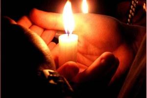 Οι Έλληνες επανασυνδέουν παράνομα το ρεύμα για να επιβιώσουν