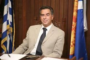 Ποιος είναι ο Βασίλης Παπαγεωργόπουλος