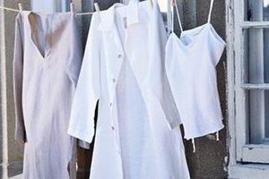Το μυστικό για να διατηρηθεί το χρώμα στα λευκά ρούχα