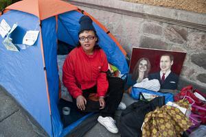 Έκανε απεργία πείνας για να βρει πρόσκλήση για το γάμο!