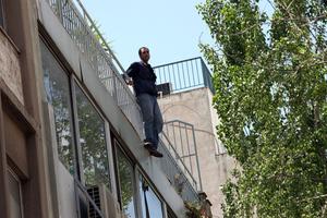 Ιρανός απειλεί να αυτοκτονήσει στο κέντρο