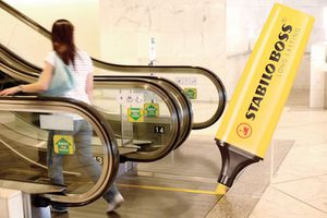 Κυλιόμενες σκάλες και διαφήμιση