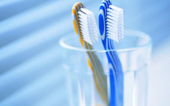 Πώς να προστατεύσετε την οδοντόβουρτσά σας από τα μικρόβια