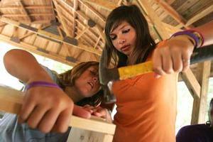 Γήινο σπίτι έχτισαν μαθητές στη Λάρισα