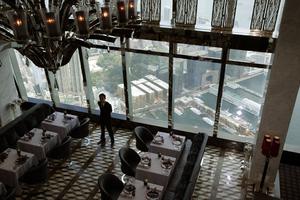 Γεύμα στον... 118ο όροφο!