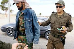 «Νόμιμος στόχος» του ΝΑΤΟ ο Καντάφι