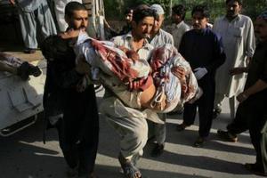 Ένα παιδί μεταξύ των νεκρών στο Πακιστάν