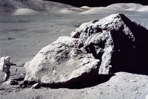 Επιχείρησε να πουλήσει πέτρα από το φεγγάρι