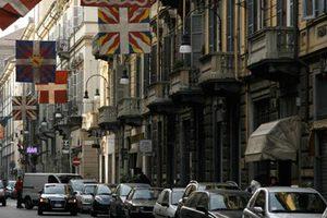 Διχάζει η απελευθέρωση του ωραρίου καταστημάτων στην Ιταλία