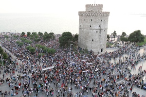 Ξεκίνησε η συγκέντρωση των Αγανακτισμένων στη Θεσσαλονίκη