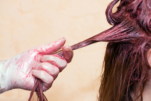 Πώς να αφαιρέσετε τη βαφή από το δέρμα