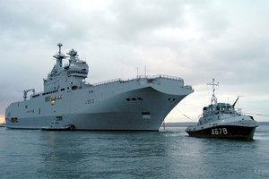 Συμφωνία για δύο πολεμικά πλοία υπογράφουν σήμερα Ρωσία-Γαλλία