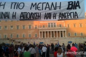 Παραμένουν στην πλατεία Συντάγματος οι Αγανακτισμένοι