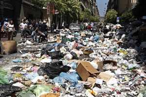 Σε έκτακτη κατάσταση η Νάπολη λόγω σκουπιδιών