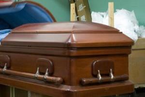 Αναστάτωση σε κηδεία στην Κρήτη: Άνοιξαν το φέρετρο και δεν πίστευαν στα μάτια τους