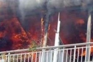 Τυλίχθηκε στις φλόγες διαμέρισμα στον Πειραιά
