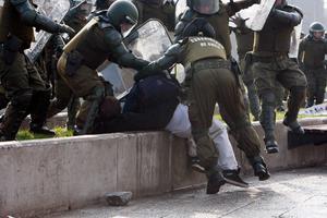 Μεγάλη διαδήλωση πνίγηκε στα δακρυγόνα στη Χιλή