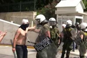 Εργαζόμενοι της Ε.ΘΕ.Λ. οι άντρες που οδηγήθηκαν στο φυλάκιο της Βουλής