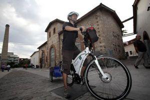 Ο γύρος του κόσμου με ηλεκτρικό ποδήλατο