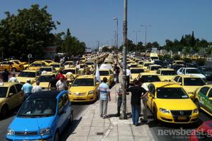 Ένταση έξω από το υπουργείο Μεταφορών