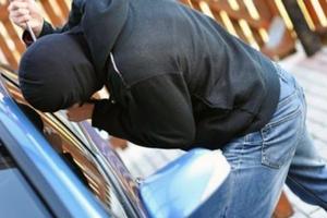 Έκλεβαν αυτοκίνητα σε παραλία της Βάρκιζας