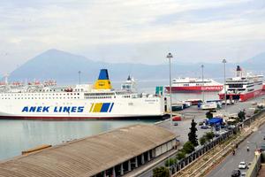 Πρόσκρουση πλοίου στο λιμάνι της Πάτρας