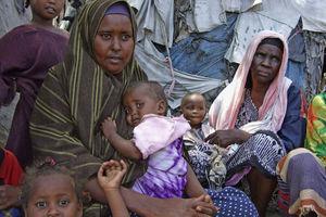 Σομαλοί πρόσφυγες αναζητούν καταφύγιο στην Κένυα