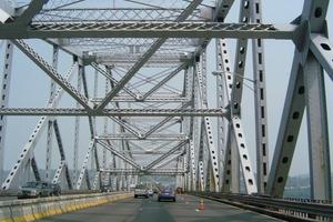 Αυτοκτόνησαν πηδώντας γυμνοί από γέφυρα