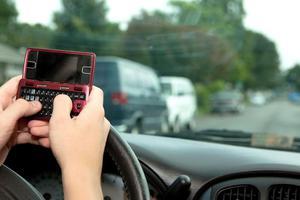 Τα sms εν ώρα οδήγησης σκοτώνουν