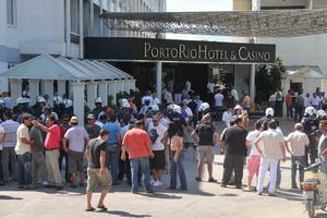 Πετροπόλεμος στο Ρίο, αναβλήθηκε η περιφερειακή συνδιάσκεψη του ΠΑΣΟΚ