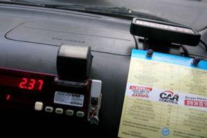 Ταξιτζής έκλεβε με σύστημα που θα ζήλευε και ο Μαγκάιβερ
