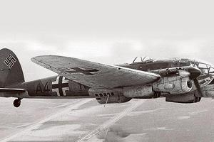 Βρήκαν βομβαρδιστικό αεροπλάνο θαμμένο στην αυλή