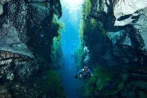 Επιβλητικό υποβρύχιο σπήλαιο