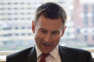 Βρετανός υπουργός αποκάλεσε «δειλούς» τους ηγέτες της Ε.Ε.