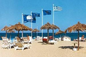 Δεκαεννιά παραλίες έχασαν τη «γαλάζια σημαία»