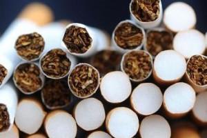 Συνελήφθη επ' αυτοφώρω να φορτώνει λαθραία τσιγάρα