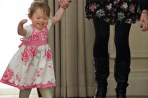 Έκανε τα πρώτα της βήματα με ψεύτικα πόδια