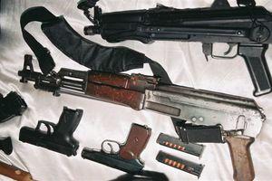 Μυστήριο με οπλοστάσιο στη θαλάσσια περιοχή της Βάρκιζας