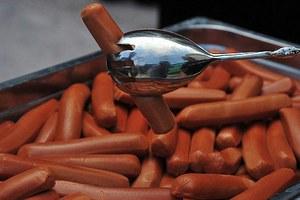 Τα hot dog συνδέονται με καρκίνο του παχέος εντέρου