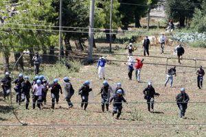 Συγκρούσεις ανάμεσα σε πρόσφυγες και την αστυνομία