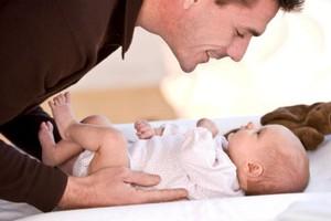Πώς θα δεθεί ένας μπαμπάς με το μωρό του